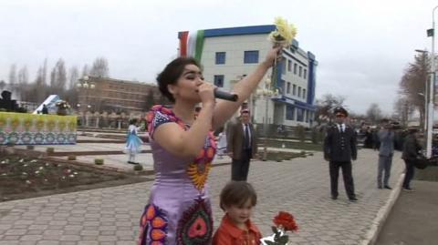 Нигина Амонкулова - Бехуда меранчониям (Навруз дар Исфара) (Клипхои Точики 2017)